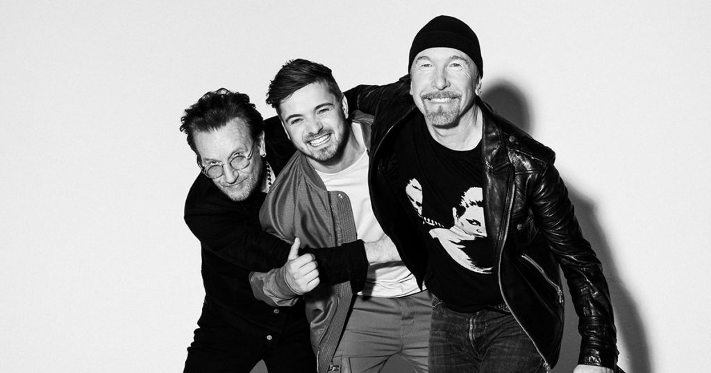 "U2 grava tema oficial da Eurocopa ""We Are the People"""